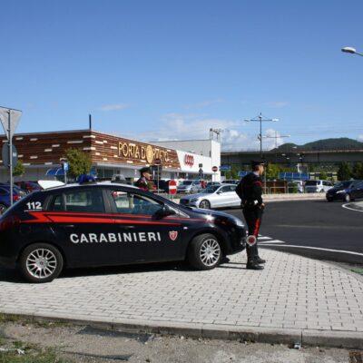 Vaga per strada in stato confusionale, rintracciato dai Carabinieri