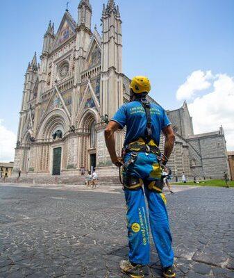 Lavori sul tetto del Duomo. Primo intervento di EdiliziaAcrobatica