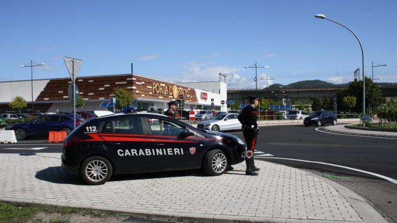 Orvieto. Un cittadino segnala un'auto sospetta, i Carabinieri la fermano e identificano quattro persone con precedenti